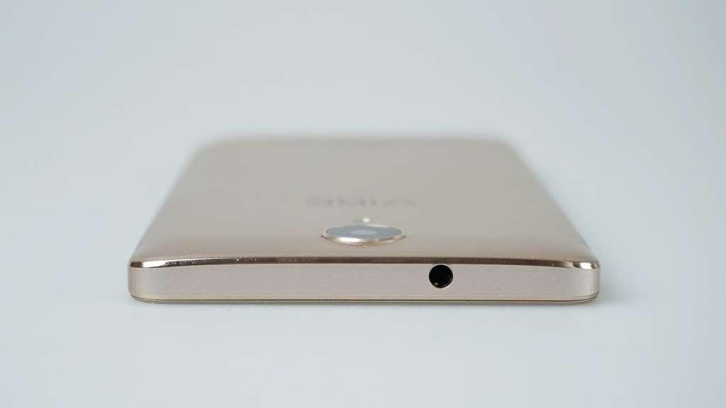 Lenovo K5 Note верхний торец телефона