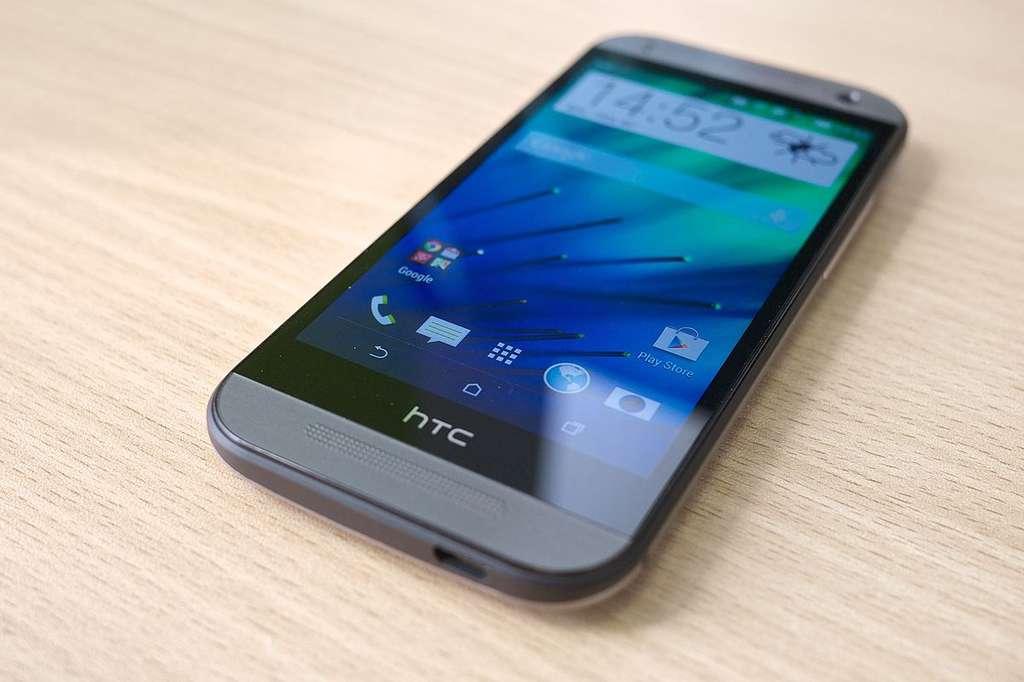 нижний торец HTC One Mini 2
