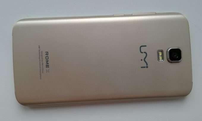задняя панель смартфона