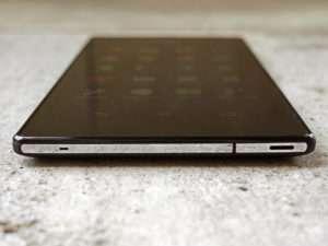 Sony Xperia T3 нижний торец