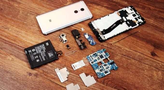 разобран на комплектующие смартфон