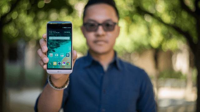 LG G5 в руке
