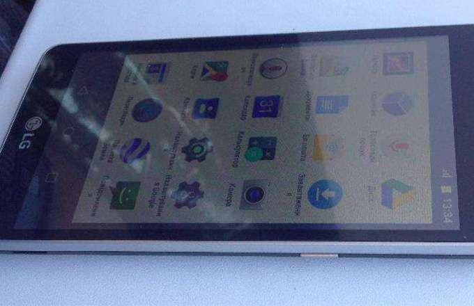 LG Max дисплей