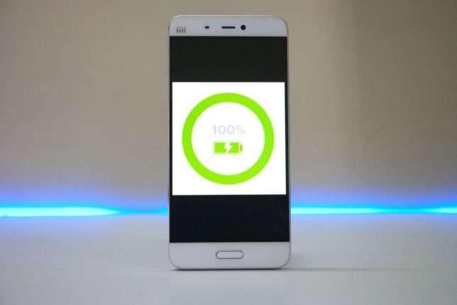 смартфон с функцией быстрой зарядки