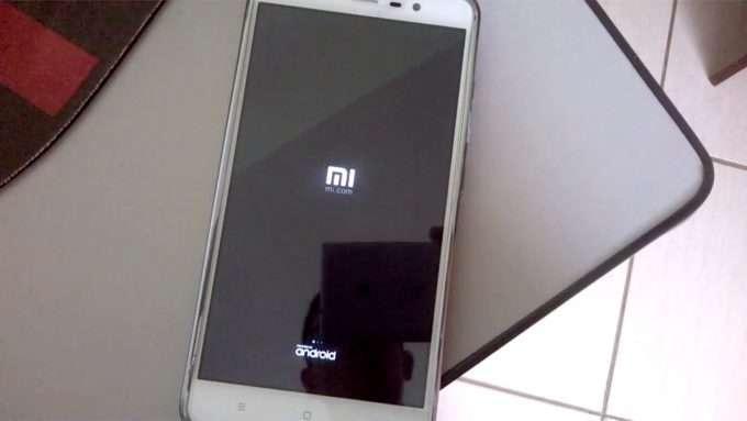 экран загрузки смартфона сяоми