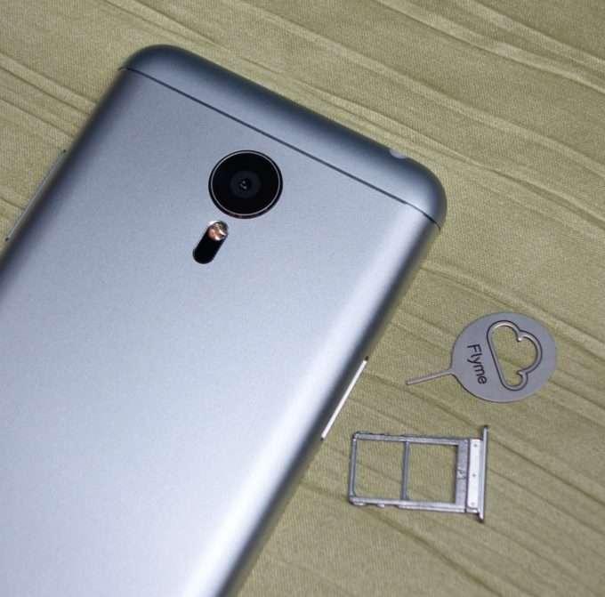 Meizu MX5 слот под SIM-карты.
