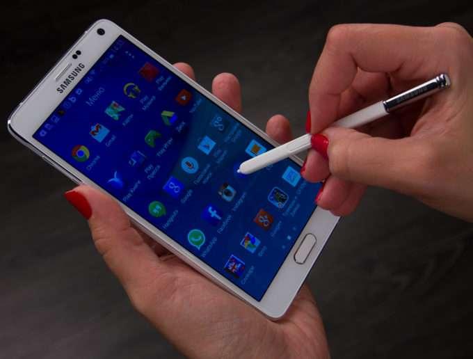 передняя панель смартфона