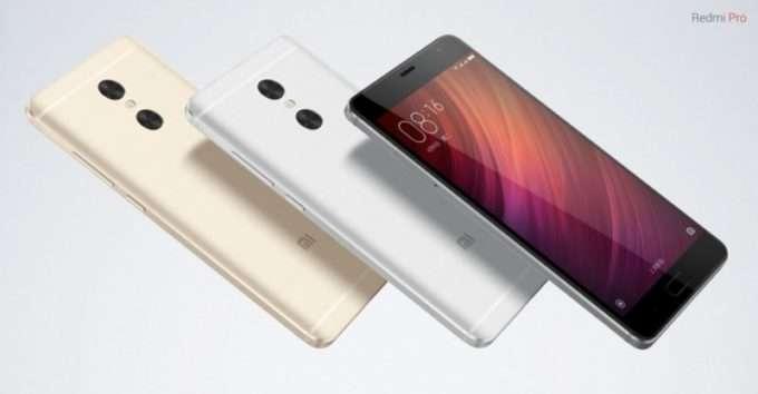 дисплей и задняя панель смартфона в разных цветах