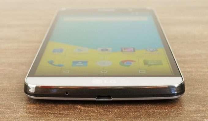 LG Ray нижний торец смартфона
