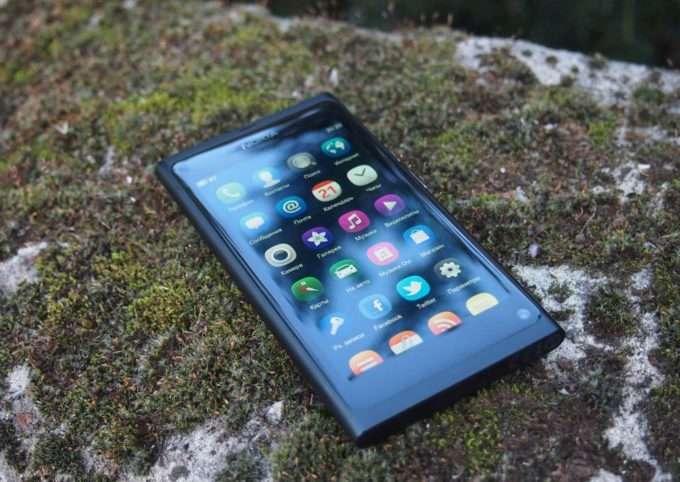 Лицевая часть Nokia N9