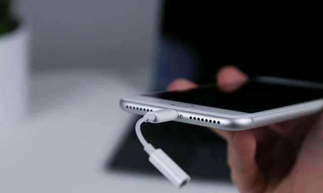 iphone 7 plus кабель для подключения наушников