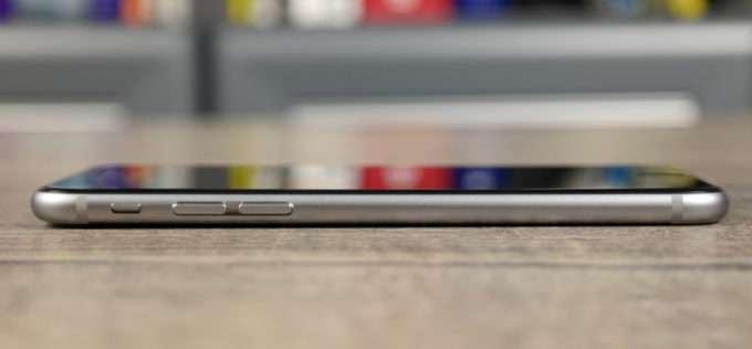 левая грань смартфона