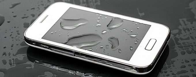 смартфон после заливки водой