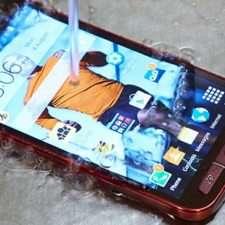 упал в воду смартфон