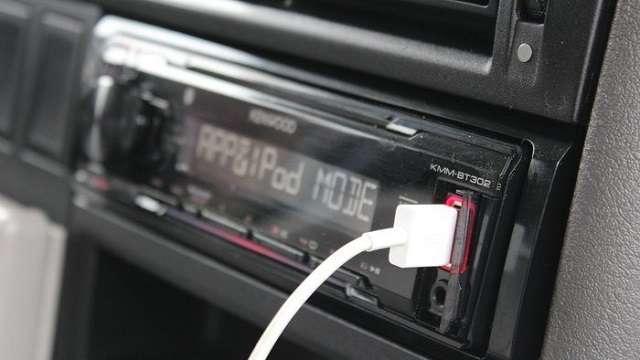 зарядка айфона через автомобильную электросеть
