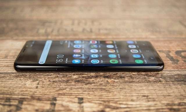боковая грань Samsung Galaxy S9 Plus