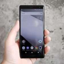 Sony Xperia XZ2 лицевая сторона