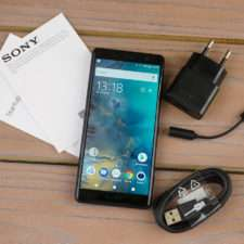 Sony Xperia XZ2 Compact комплектация