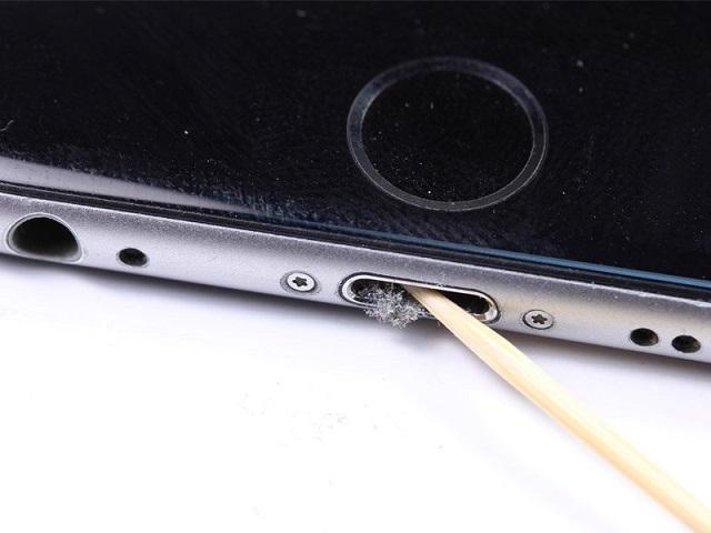 чистка разъема iphone