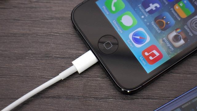 телефон на зарядке