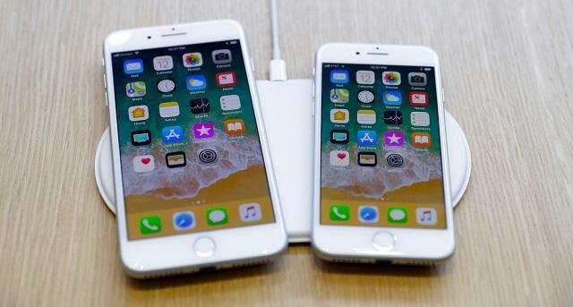 беспроводная зарядка с двумя айфонами