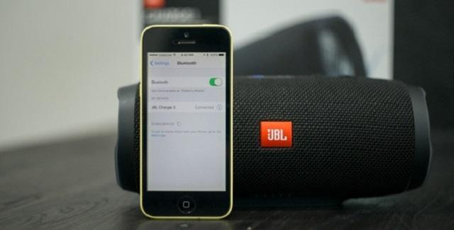 iphone и колонка jbl