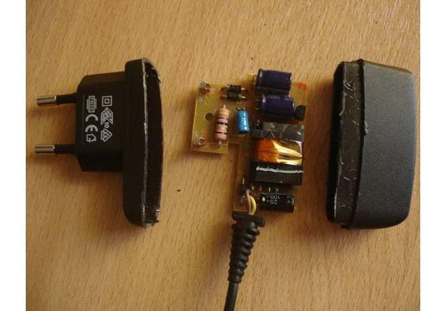 Поломка адаптера зарядного устройства