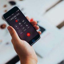 айфон в руке