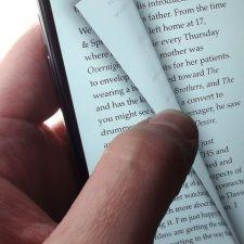 книга на телефоне