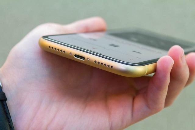 iPhone Xr нижняя грань