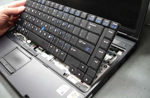 Снятие клавиатуры ноутбука