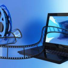 кинолента залетает в экран ноутбука
