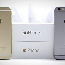 2 айфона возле своих коробок