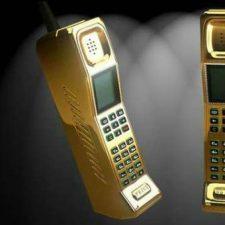 2 золотых старых телефона