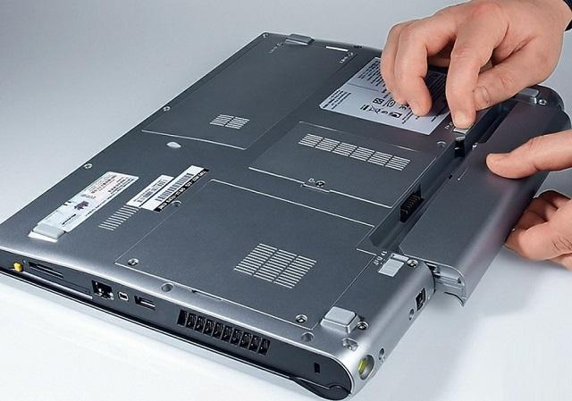 снять батарею ноутбука